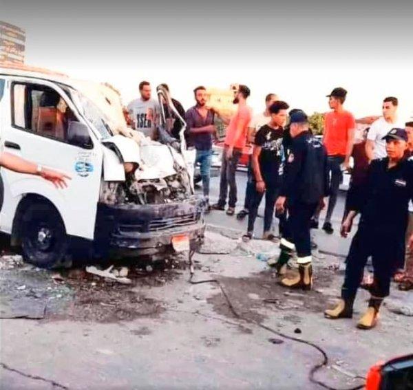 В Египте кобра в микроавтобусе убила семью из 4 человек и водителя