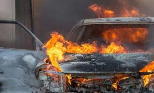 В Корме дети сожгли два автомобиля