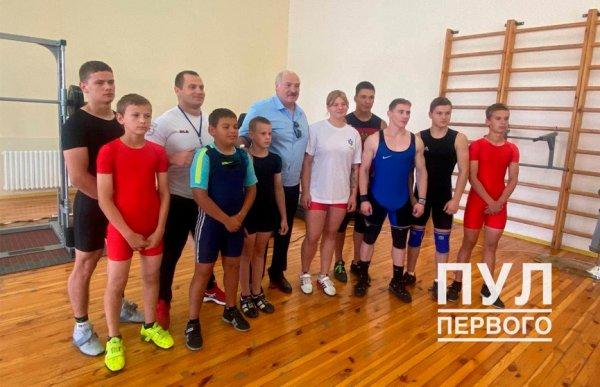 Лукашенко завершил визит в Рогачёвский район