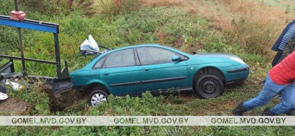 В Рогачевском районе легковушка съехала в кювет, пострадала пассажирка