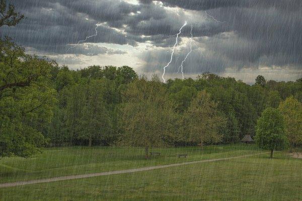На сегодня синоптики объявили штормовое предупреждение по Беларуси