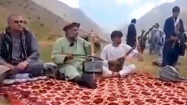 Талибы расстреляли в Афганистане известного фольклорного певца и музыканта