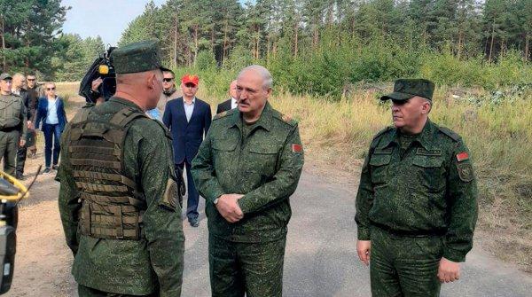 Лукашенко прибыл на полигон, где проходят военные учения «Запад-2021»