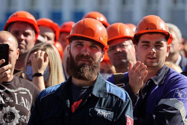 Белорусским рабочим обещают до конца года поднять зарплаты на 50 рублей