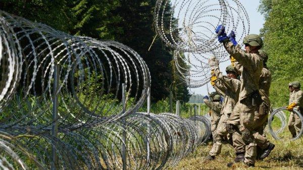 Латвия не получила колючую проволоку для забора на границе с Беларусью из-за Литвы