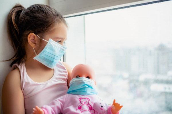 Медики назвали первые симптомы коронавируса у детей