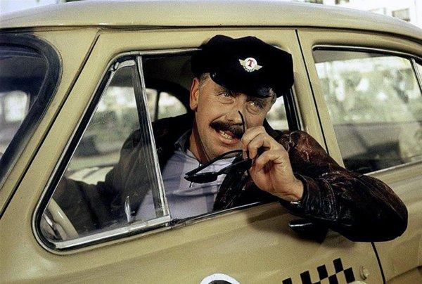 В Гомеле таксист въехал в коляску и поехал дальше