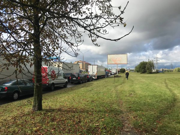 В Минске на выезде из Колядич перевернулся грузовик